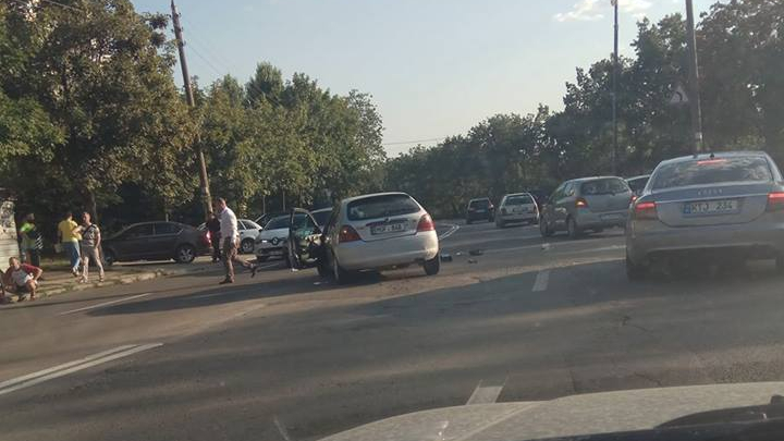 Accident grav în sectorul Ciocana al Capitalei. Un pasager a avut de suferit (FOTO)