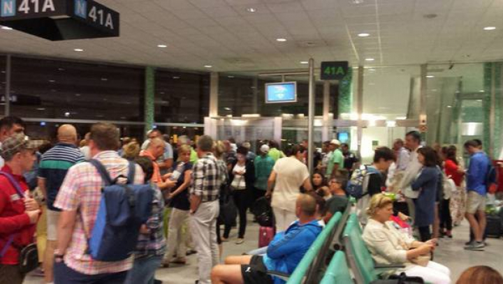 35 de turişti români au rămas blocaţi la Lisabona, după ce Tap Portugal a anulat şi al doilea zbor (VIDEO)