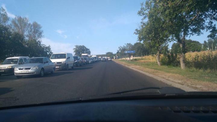 Accident pe traseul Chişinău - Hânceşti. Trei persoane rănite după ce un şofer a ieşit din intersecţie fără să se asigure