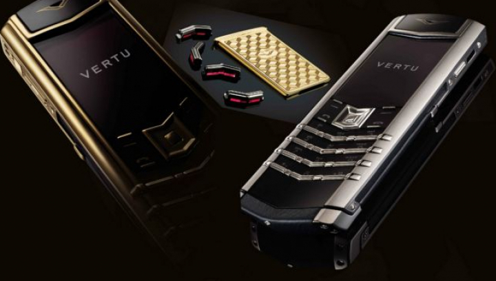 Sfârşitul unei ere. Producătorul de telefoane de lux Vertu a dat faliment şi scoate la licitaţie toate modelele rămase pe stoc