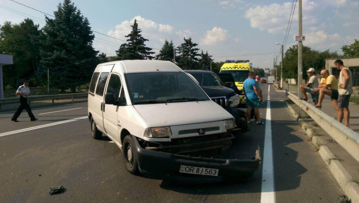 GRAV ACCIDENT la Peresecina: Sunt răniți (FOTO)