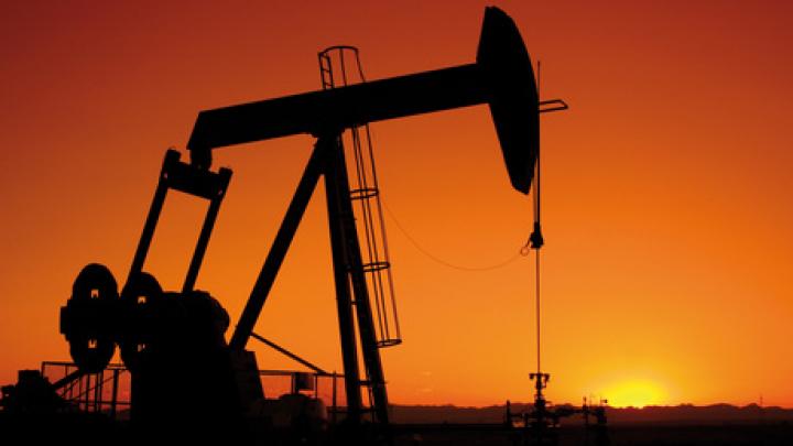 Prețul petrolului a atins cel mai ridicat nivel din ultimii doi ani