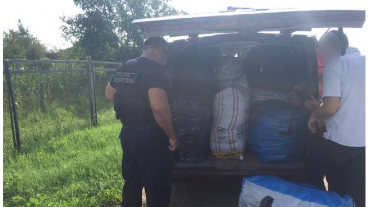 Contrabandă de un milion de lei la frontiera de stat. Ce au găsit oamenii legii în două autovehicule (FOTO)