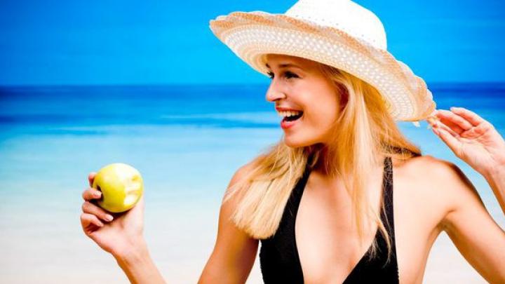 Ești în vacanță? Ce trebuie să mănânci când mergi la plajă