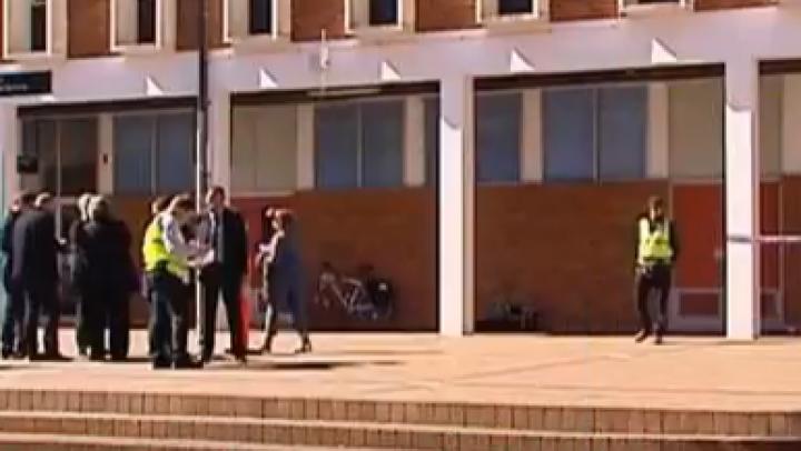 Patru persoane rănite după ce un caucazian a încercat să atace un lector cu o bâtă de baseball (VIDEO)