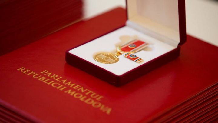 PREMIERĂ! Andrian Candu a oferit Medalia Democrației unor personalități care au contribuit la dezvoltarea Moldovei