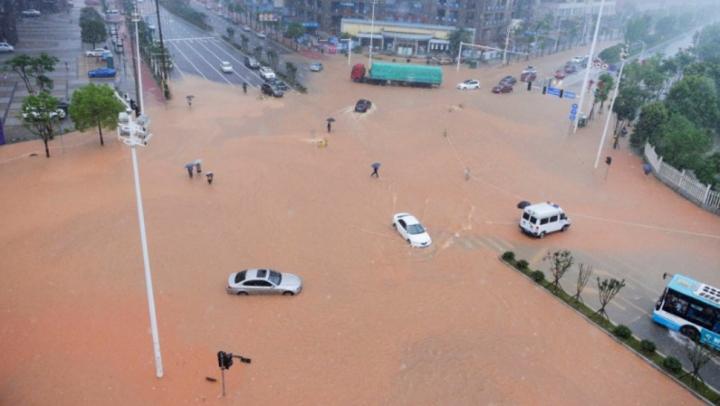 Beijing, paralizat de o furtună de proporții. Autoritităţile au emis cod portocaliu de vreme instabilă