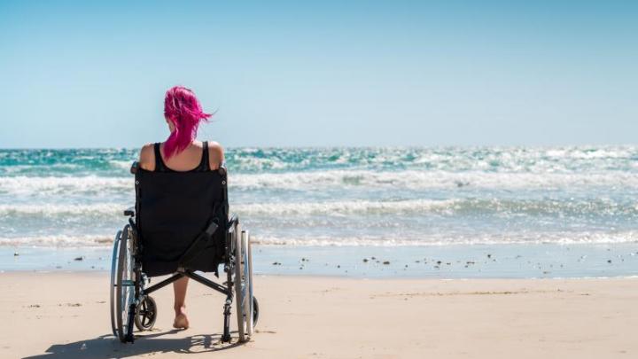 În România se deschide prima plajă pentru persoanele cu dezabilităţi