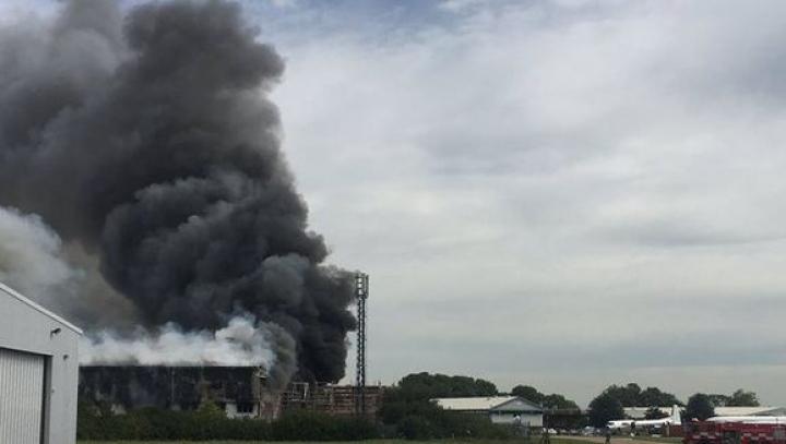 Explozie pe aeroportul Southend din estul Angliei. Ce spun pompierii despre cauza deflagrației