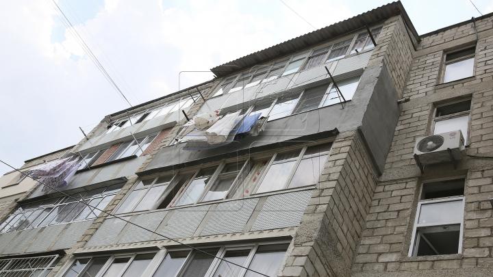 Gest oribil! Un moldovean s-a aruncat de la etajul patru al unui bloc de locuit din România