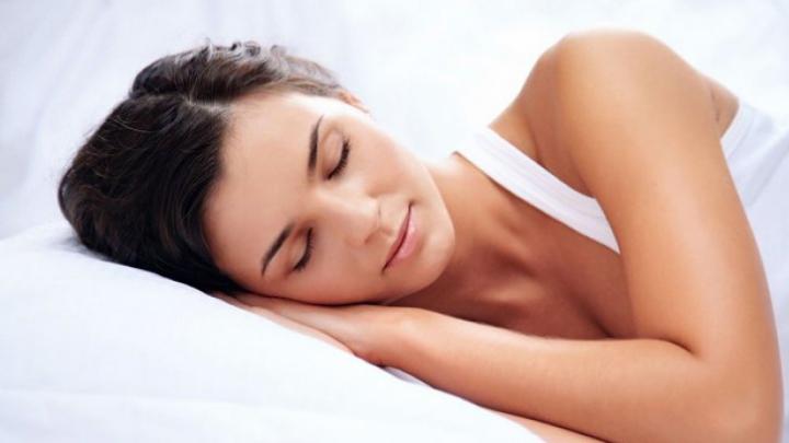 Plantele care te ajută să ai un somn perfect în nopțile caniculare