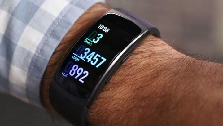 Gear Fit 2 Pro, noua brăţară fitness echipată cu display Super AMOLED curbat