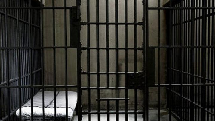 Un deţinut periculos, descoperit mort în celulă. De ce era poreclit Hannibal Lecter