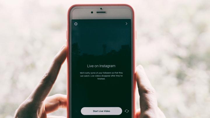 Ai un iPhone şi un cont de Instagram? Află cum poţi să primeşti bani de la Apple