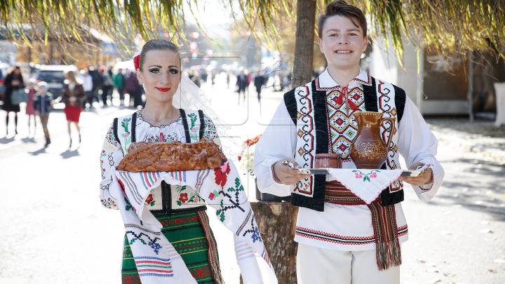 Muzică, dansuri şi voie bună! În mai multe localităţi din ţară se sărbătoreşte hramul