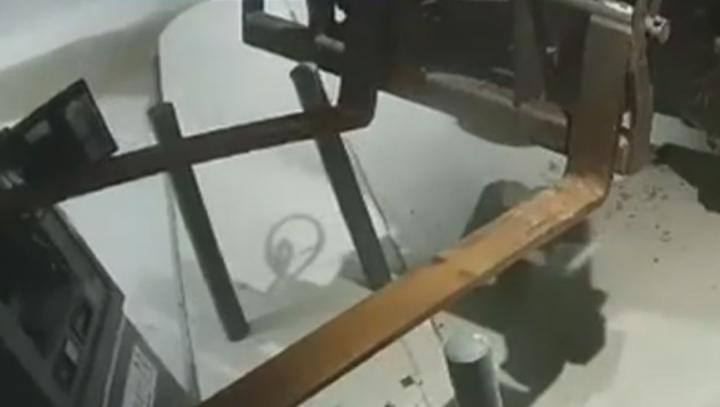 Au furat un bancomat cu motostivuitorul (VIDEO)
