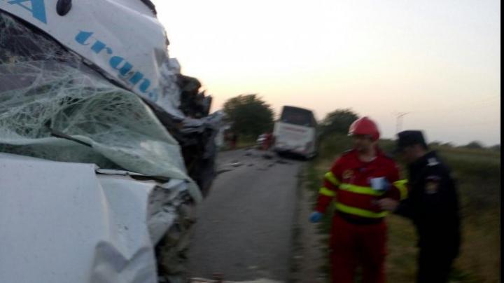 Accident TRAGIC la Arad. Doi oameni au murit și alți nouă au fost răniți (FOTO)