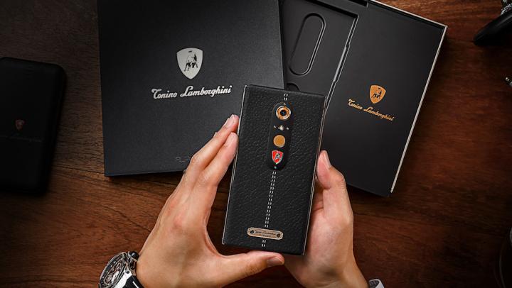 Lamborghini a lansat un telefon care costă 2.450 de dolari. Ce caracteristici are smartphone-ul