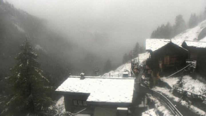 Vremea a luat-o razna. Ninge în Eleveția la mijlocul lui august (FOTO)