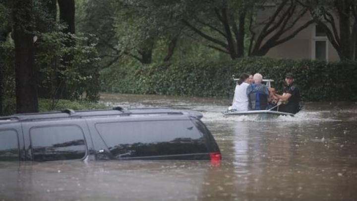 Persoanele dispărute în urma furtunii Harvey, căutate cu ajutorul rețelelor de socializare