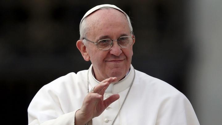 Emoționant! Un politician și-a cerut prietena în căsătorie în fața Papei (VIDEO)