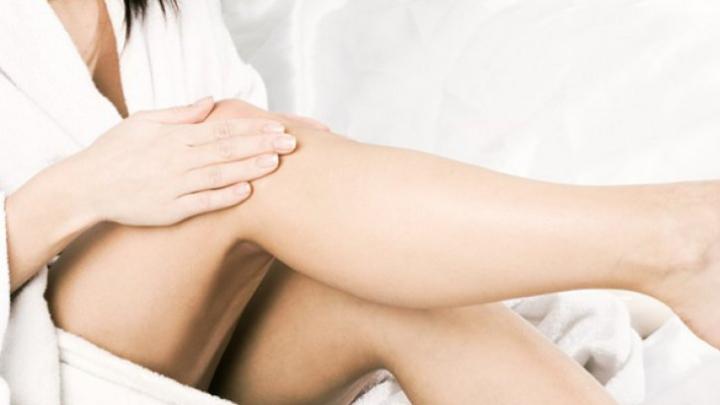 De ce ni se umflă picioarele. Medicii trag un semnal de alarmă