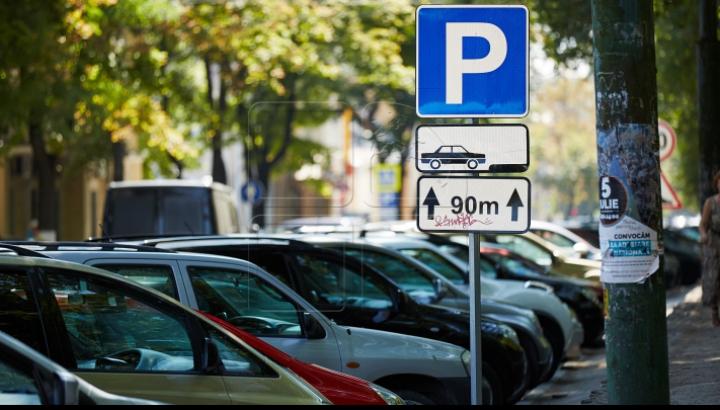 Zeii parcării! Doi şoferi şi-au lăsat maşinile chiar pe trecerea de pietoni (FOTO)