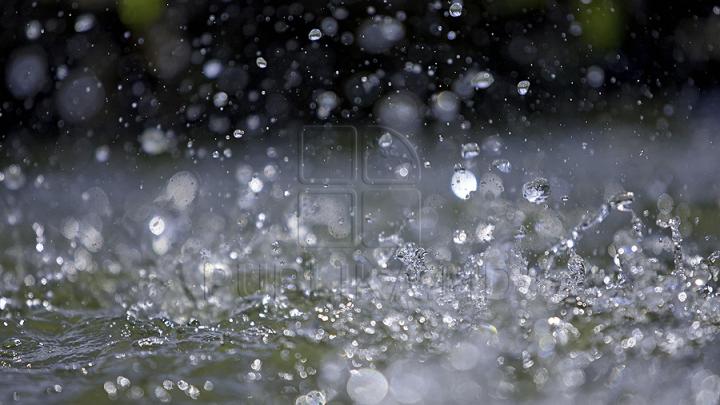 Temperaturile caniculare bat mâine în retragere. Se așteaptă ploi cu descărcări electrice în unele regiuni ale țării