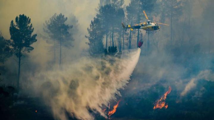 Un elicopter care participa la stingerea incendiilor de pădure din Portugalia s-a prăbușit
