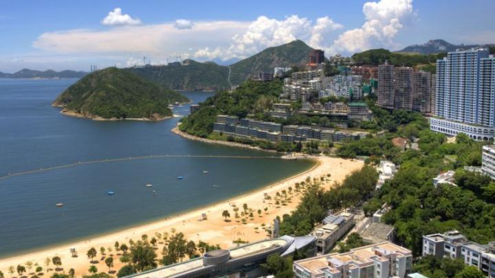 """Motivul INCREDIBIL pentru care zece plaje au fost închise în Hong Kong. """"Are un fel de consistenţă spumoasă"""""""