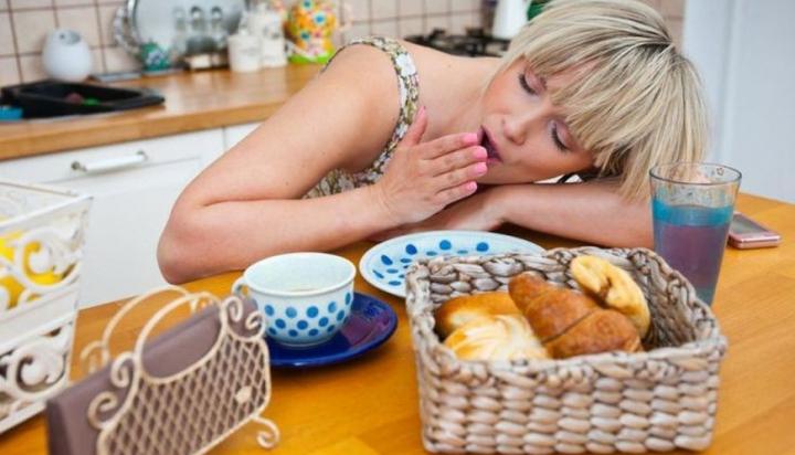 De ce îţi este somn după ce mănânci