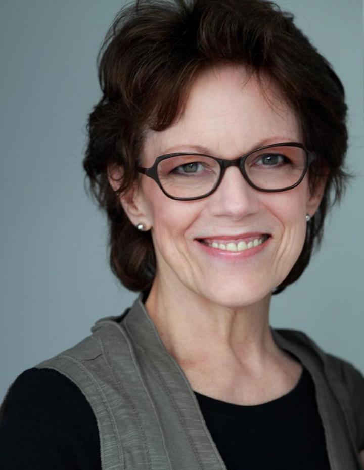 Cum arată femeia care dă voce aplicaţiei Siri (FOTO)