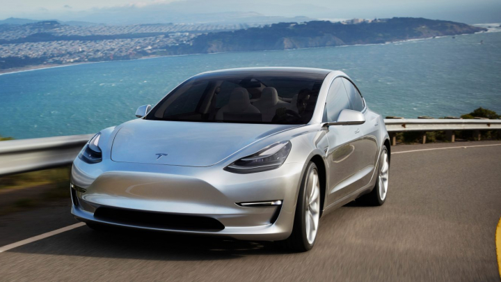 Versiunea de bază Tesla Model 3 vine cu o autonomie de până la 320 de kilometri