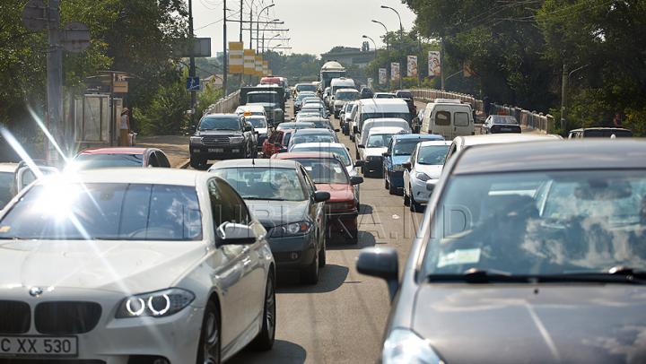 Canicula îţi pune în pericol şi maşina! Cum să îţi protejezi autoturismul în zilele de foc