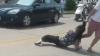 Un tânăr A BĂTUT-O CU BESTIALITATE pe amanta tatălui său. De ce este acuzată femeia (VIDEO ŞOCANT)