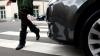 O femeie a ajuns la spital cu răni uşoare, după ce a fost lovită de un taximetru