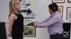 Un designer își împușcă soția pentru a arăta cât de bune sunt hainele sale antiglonț (VIDEO)