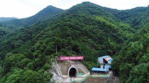 Un tunel rutier, aflat la 4.000 de metri altitudine, a fost deschis circulației publice în China