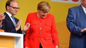 Angela Merkel a fost atacată cu roşii în timp ce ţinea un discurs electoral