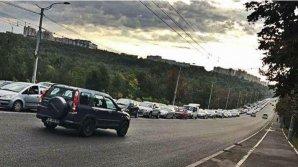 Autoritățile testează semafoarele pe nervii șoferilor. Traficul dinspre Ciocana este complet blocat (FOTO)