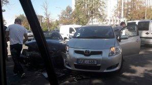 ACCIDENT la intersecția străzilor Sfatul Țării și Ștefan cel Mare din Capitală. Două mașini s-au ciocnit violent