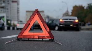 Accident rutier în Capitală. În zona sensului giratoriu de pe strada Alecu Russo se circulă cu dificultate