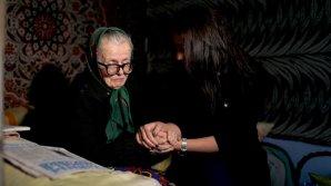 """Campania """"Respect pentru seniori"""". Fundaţia Edelweiss continuă să ajute bătrânii rămaşi singuri"""