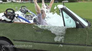 Un bărbat din Marea Britanie a devenit faimos, după ce și-a făcut jacuzzi chiar în maşina sa (VIDEO)