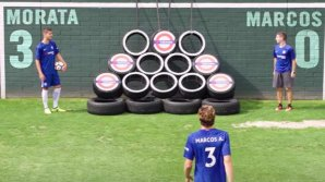 Fotbaliştii de la Chelsea, puşi la grele încercetări de băieţii de la Dude Perfect