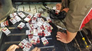 Doi moldoveni au fost prinşi la vama Sculeni cu peste 17.000 de ţigări ascunse în rezervoarele automobilelor