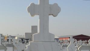 Iaşi: Un copil a fost strivit de un monument funerar de peste 50 de kilograme