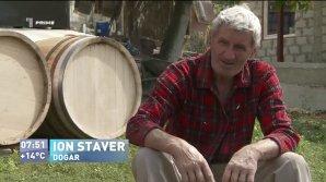 Cum se crează un butoi bun pentru păstrarea vinului. Secretele unui dogar din satul Scoreni (VIDEO)