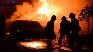 INCENDII SUSPECTE în Chişinău. Trei automobile au fost cuprinse de flăcări