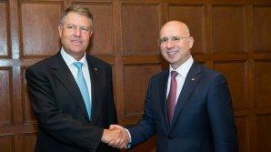 Pavel Filip, felicitat de Klaus Iohannis pentru reuşita de a conduce Guvernul într-un mod care ajută cetățenii Republicii Moldova